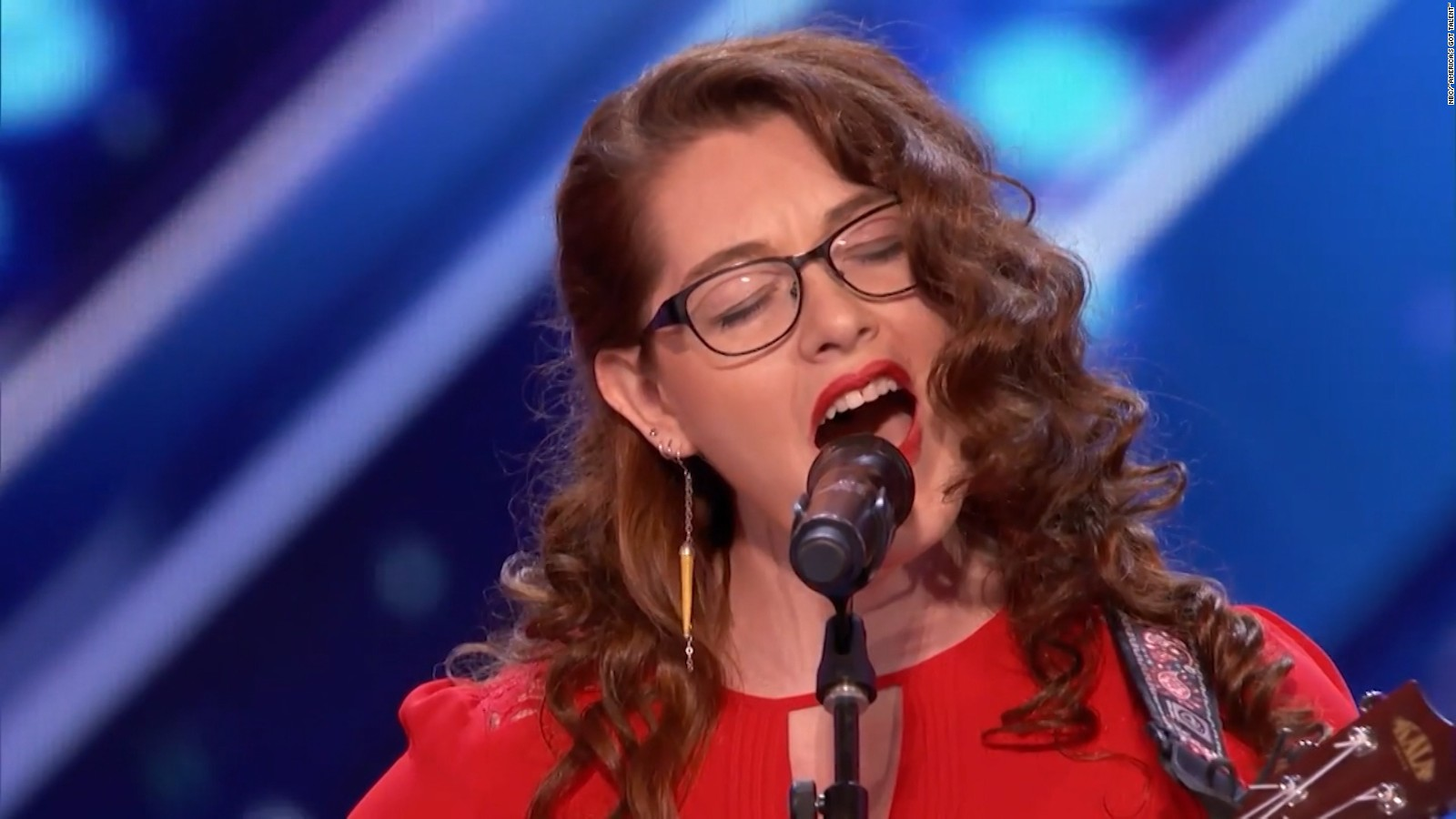 Mandy Harvey sings and plays the ukelele on America's Got Talent.